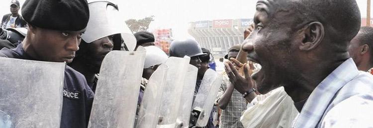 Janvier 2015 : malgré l'interdiction de la Constitution, le Président Kabila brigue un troisième mandat. La rue, menée par de jeunes leaders, s'embrase et la répression fait plusieurs dizaines de morts. Kinshasa Makambo, un film de Dieudo Hamadi, 2018