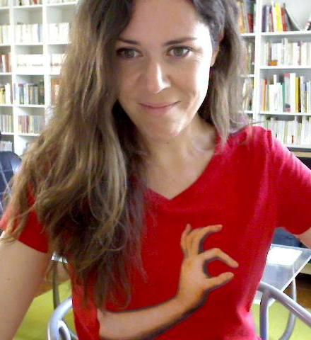 En fouinant sur  ®Google, on constate que l'humour chez Clémentine Mélois va jusqu'au choix du t-shirt.